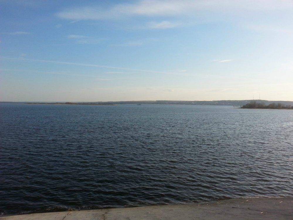 А вот так Волга выглядит с набережной в Казани