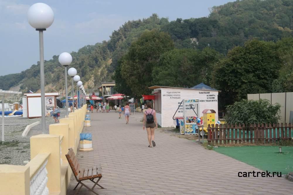 Набережная городского пляжа