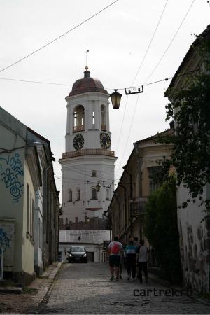 Вид на Часовую башню с улицы Водной Заставы