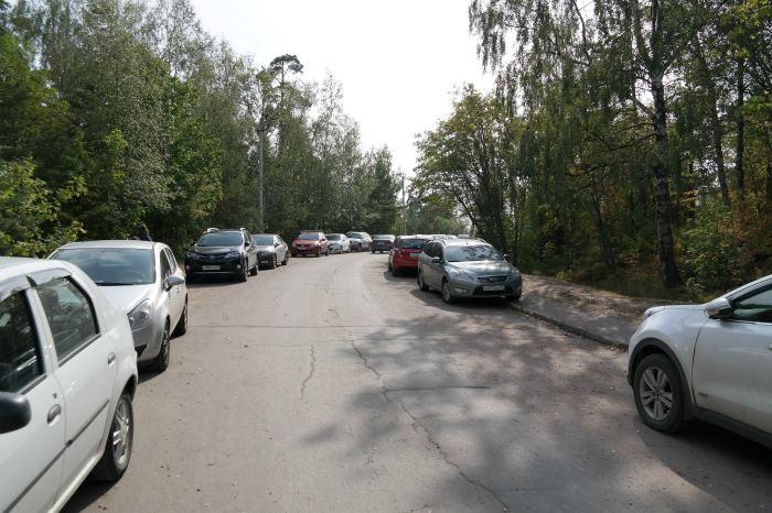 Припарковать машину можно на ул. Парковой