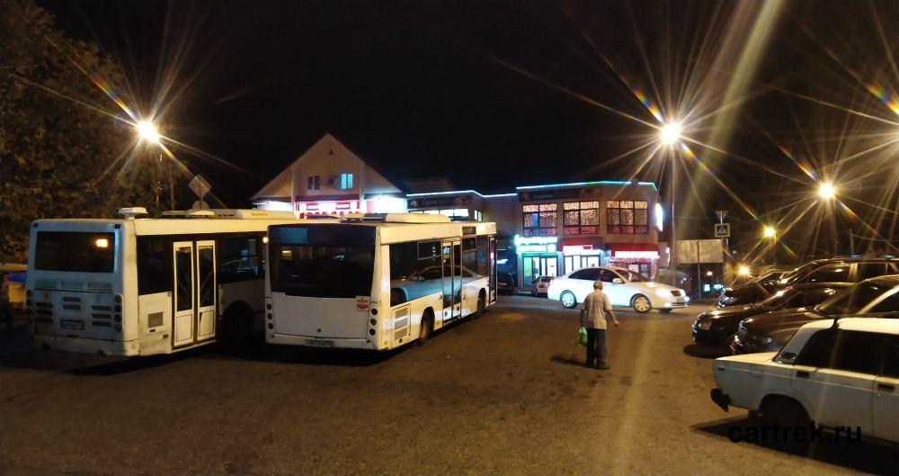 Остановка автобусов в Дагомысе